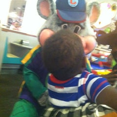 Photo taken at Chuck E. Cheese's by Narda S. on 12/12/2013