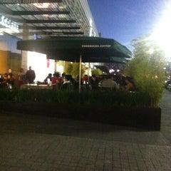 Photo taken at Starbucks by Julio Fernando M. on 2/13/2013