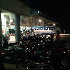 Photo taken at สถานีขนส่งผู้โดยสารอุตรดิตถ์ (Uttaradit Bus Terminal) by thummanoon k. on 4/10/2015