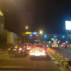 Photo taken at ด่านฯ ประชาชื่น - ขาออก (Prachachuen Toll Plaza - Outbound) by thummanoon k. on 4/9/2013