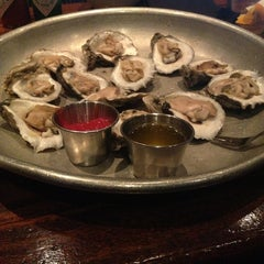 Photo taken at Pearlz Oyster Bar by Lindsey G. on 3/29/2013