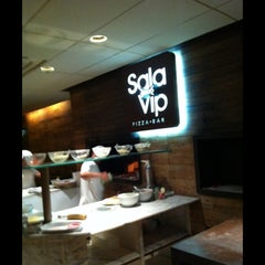 Photo taken at Sala Vip Pizza Bar by Luciana P. on 2/25/2013