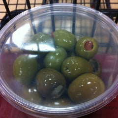 Photo taken at Giant Eagle Supermarket by Tom C. on 1/5/2013