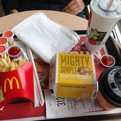 Photo taken at McDonald's by Roberto A. on 4/22/2013