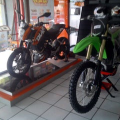 Photo taken at Ardian's MX sHop by mario k. on 2/5/2013