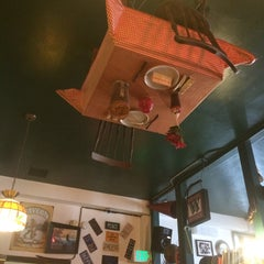 Photo taken at Flying Pie Pizzeria by Roberto P. on 3/10/2015