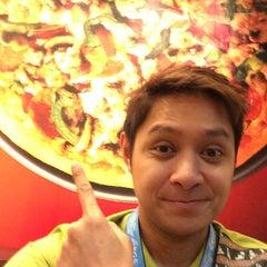 Photo taken at Pizza Hut by Nicky F. on 3/19/2014