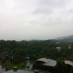 Photo taken at Wyndham Grand Plaza Royale West Lake Hangzhou by Jens S. on 9/22/2013