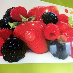 Photo taken at Tutti Frutti Frozen Yogurt by Karii M. on 4/7/2013