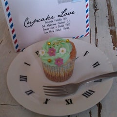 Photo taken at Cupcake Love by Luis Enrique G. on 5/26/2013