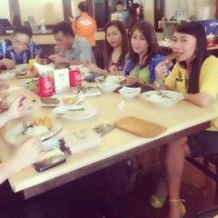Photo taken at Raja Oci Restaurant by Jeine W. on 11/21/2013