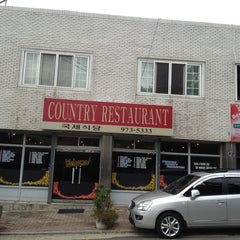 Photo taken at Country Kitchen by Diggity D. on 9/28/2012