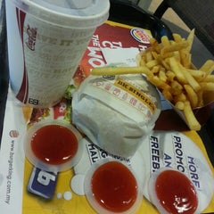 Photo taken at Burger King by Faeza A. on 2/19/2013