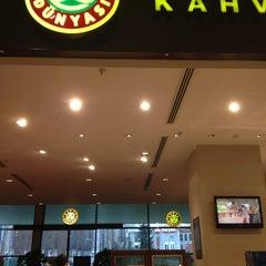 Photo taken at Kahve Dünyası by Ahu T. on 2/15/2013