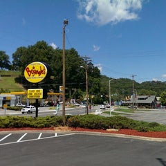 Photo taken at Bojangles' Famous Chicken 'n Biscuits by Matt M. on 6/11/2013