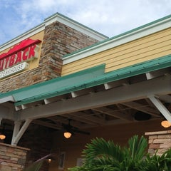 Photo taken at Outback Steakhouse by SRQ R. on 8/9/2013