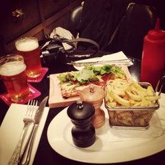 Photo taken at Week End Café by Rui V. on 10/14/2014