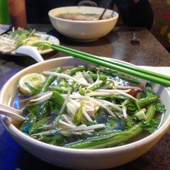 Photo taken at Pho Green Papaya & Deli by Julian S. on 11/8/2015