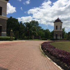Photo taken at Springfield Village Golf And Spa Cha-Am by manop p. on 8/11/2014