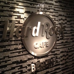 Photo taken at Hard Rock Cafe Berlin by Azlina Y. on 9/30/2012
