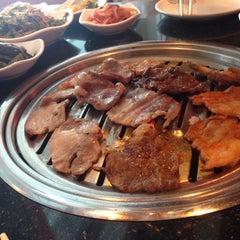 Photo taken at 람람 Lum Lum Korean Restaurant อาหารเกาหลี ล้ำลำ by Ying T. on 7/13/2015