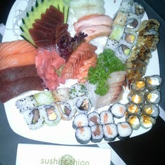 Photo taken at Sushifashion Carcavelos Riviera by Lopesca on 12/7/2013