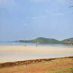 Photo taken at หาดเตยงาม (Teay Ngam Beach) by dah p. on 3/16/2013