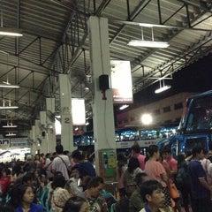 Photo taken at สถานีขนส่งผู้โดยสารจังหวัดลําปาง (Lampang Bus Terminal) by Prapoj M. on 4/17/2013