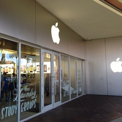 Photo taken at Apple Store, The Falls by Kevin W. on 8/13/2013