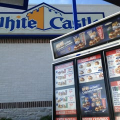 Photo taken at White Castle by Deona L. H. on 9/12/2013