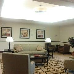 Photo taken at La Quinta Inn & Suites Chambersburg by Damon T. on 2/28/2013
