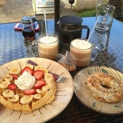 Photo taken at Island Brew Coffeehouse by Pamela M. on 8/11/2013