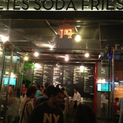 Photo taken at Shake Shack by Mohammad on 7/9/2013