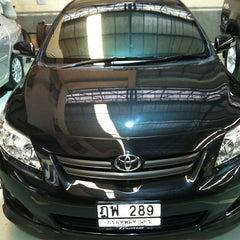 Photo taken at Toyota JD Car กัลปพฤกษ์ by Ooh S. on 2/14/2013