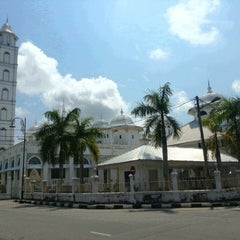 Photo taken at Masjid Abidin (Masjid Putih) by YunSun L. on 3/8/2013