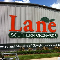 Photo taken at Lane Southern Orchards by Peter G. on 8/9/2013
