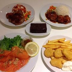 Photo taken at IKEA Restaurant & Café (อิเกีย ร้านอาหารและคาเฟ่) by Imprezion B. on 5/14/2013