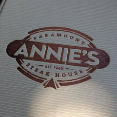 Photo taken at Annie's Paramount Steakhouse by André P. on 5/15/2013