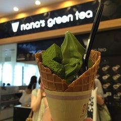 Photo taken at nana's green tea 東京スカイツリータウンソラマチ店 by Praew on 6/15/2015