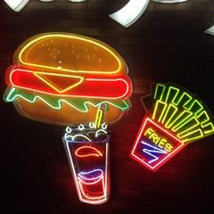 Foto tomada en Burger Land   برگرلند por Ramin R. el 10/11/2013