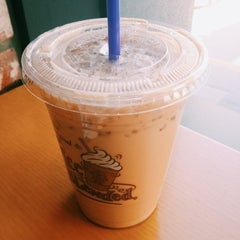 Photo taken at The Coffee Bean & Tea Leaf by Cheoloh N. on 1/27/2014