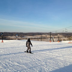 Photo taken at Paoli Peaks - Ski, Ride, Tube by Ularee U. on 3/5/2014