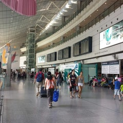 Photo taken at MTR Hong Kong Station 香港站 by Xanga K. on 6/30/2013