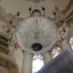 Photo taken at Sultan Abdulhamid Han Turbesi by Cansu Berna D. on 5/19/2013
