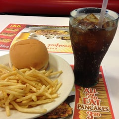 Photo taken at Steak 'n Shake by Michael D. on 3/11/2013