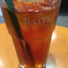 Photo taken at TULLY'S COFFEE 田町グランパーク店 by Kaizo 2. on 8/6/2015