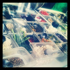 Photo taken at Simply Salad by Alina L. on 8/17/2012