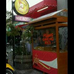 Photo taken at Pisang Goreng Aceh by pidie.com on 7/13/2011