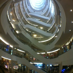 Photo taken at Westfield San Francisco Centre by Simon W. on 6/26/2012