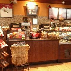 Photo taken at Starbucks by Claudio N. on 12/19/2011
